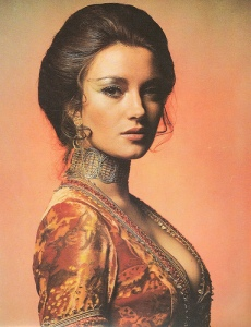 Jane-Seymour-Solitaire-bond-girls-3326352-383-500