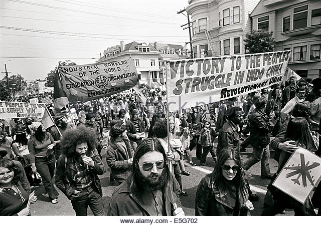 marching-down-ashbury-st-in-san-francisco-demonstators-protest-the-e5g702