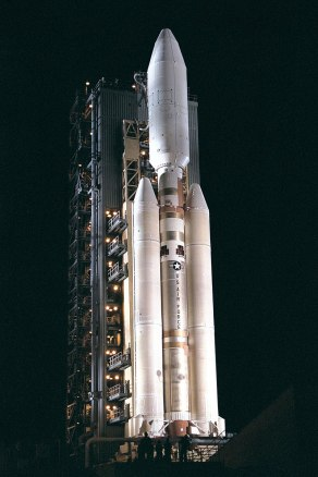 800px-Titan4B_on_Launch_Complex_40