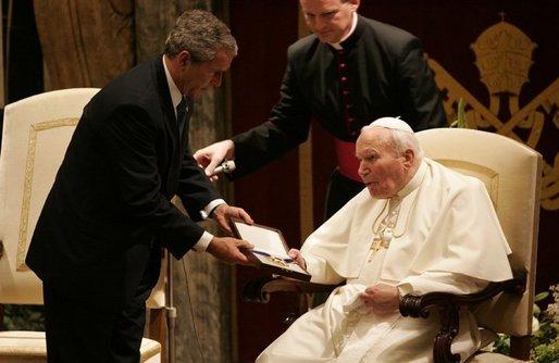 John_Paul_II_George_W._Bush_Medal_of_Freedom_2004