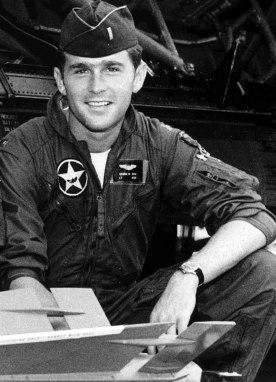 800px-GW-Bush-in-uniform